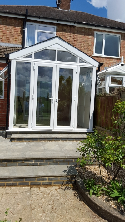 Recently built garden room with a dramatic gable front and a Leka warm roof